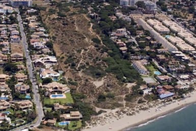 Beach plot for sale Las Chapas de Marbella - Investo International