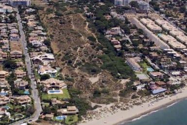 Beach plot for sale Las Chapas de Marbella - Investo International
